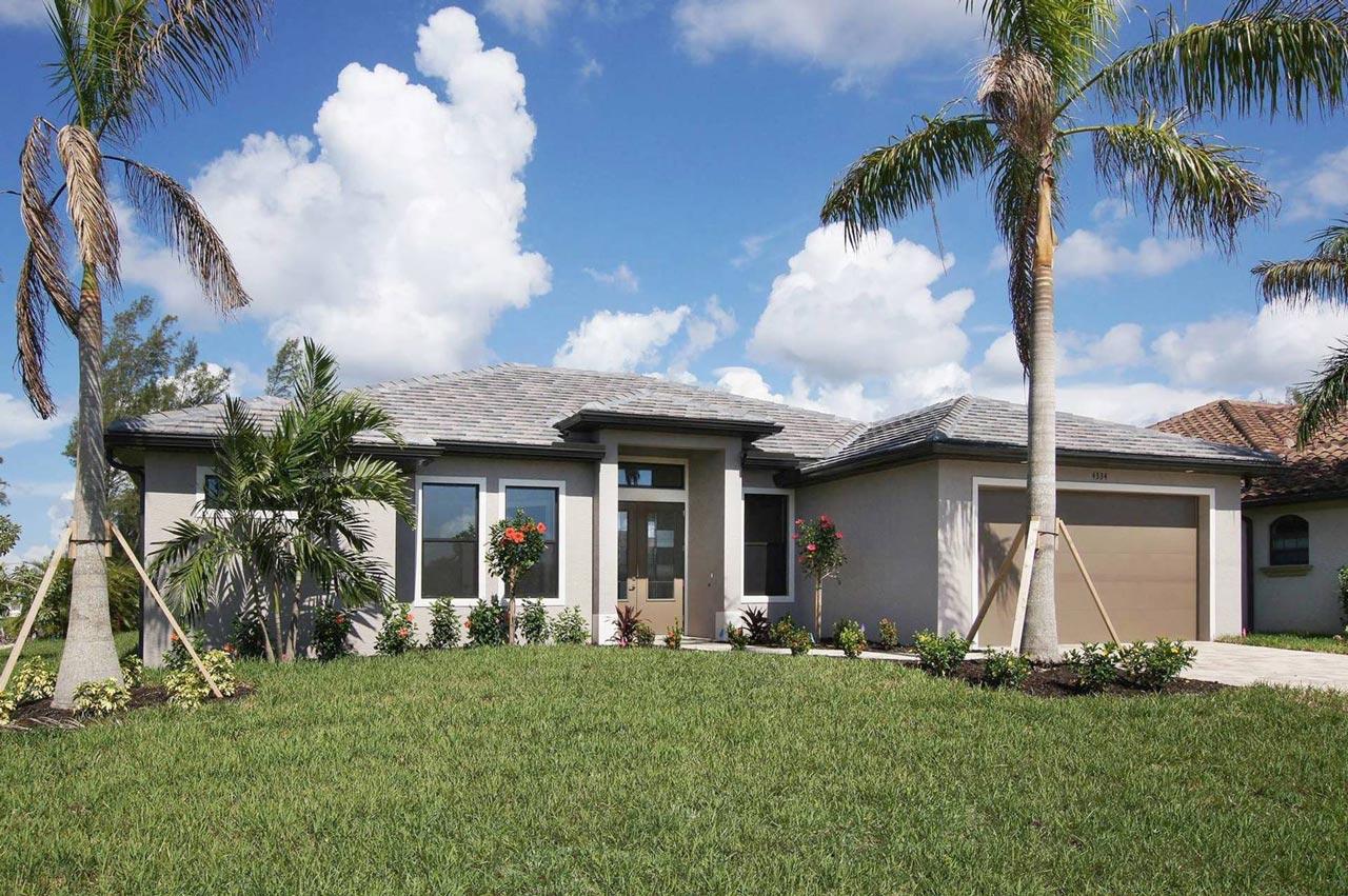 Immobilie in Cape Coral Vorderseite mit palmen