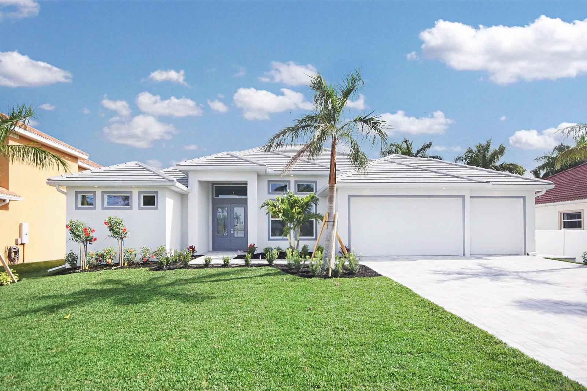Haus in Cape Coral mit weißer Mauer