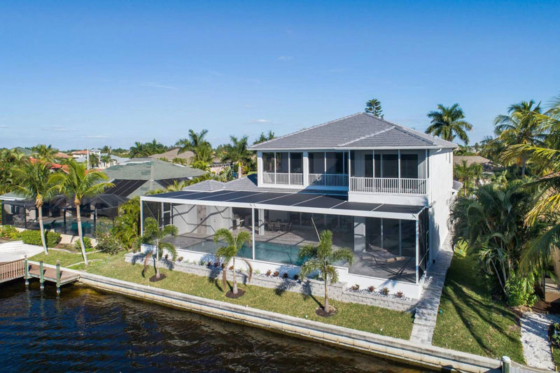 Immobilie in Cape Coral mit Pool und Flusszugang