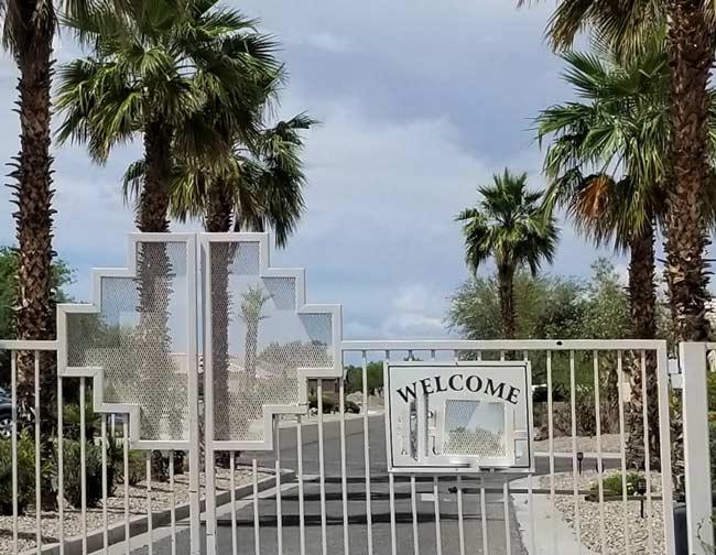 Zaun vor einer Gated Community